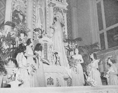 May Crowning on side altar - 1948.jpg